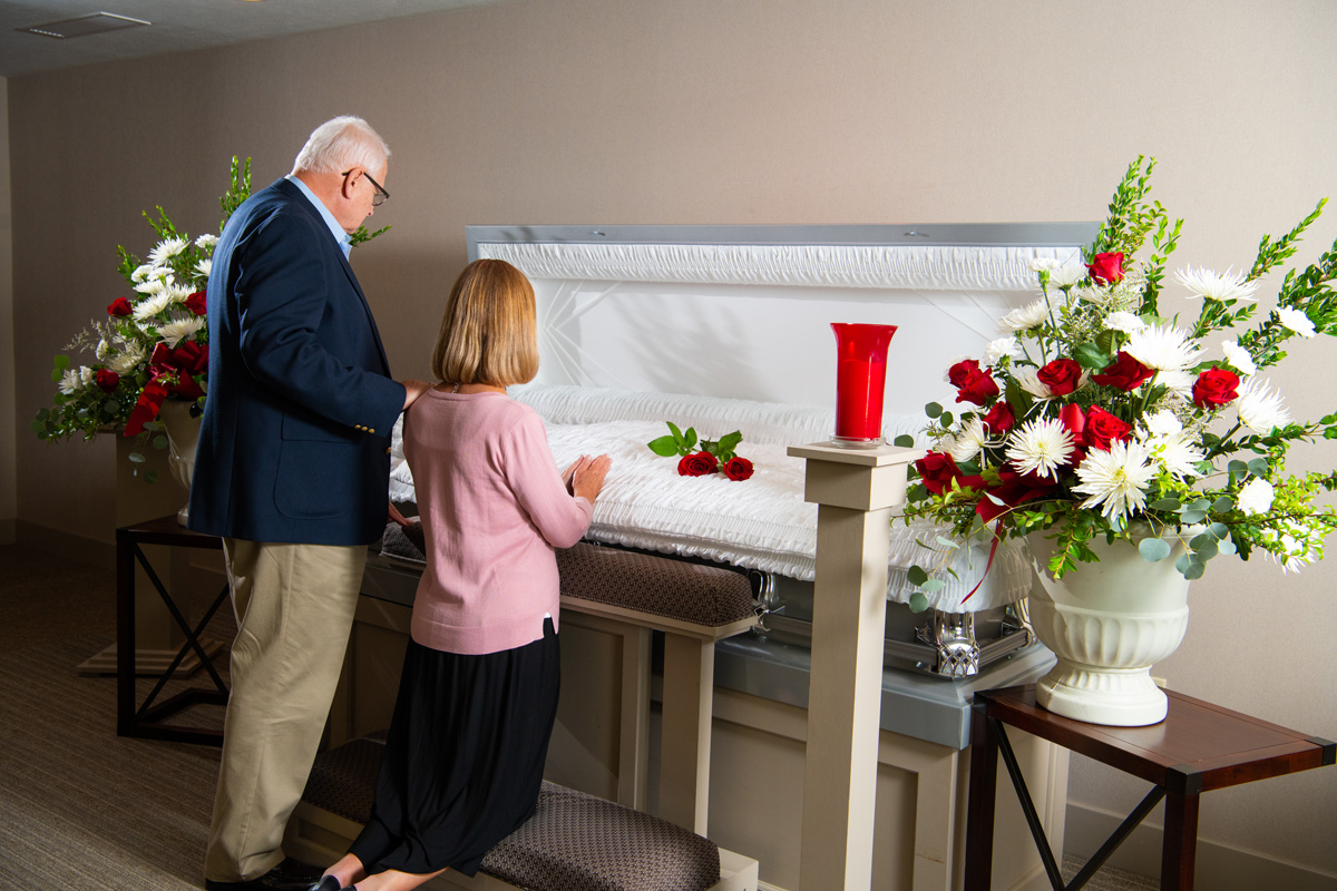 couple-at-casket